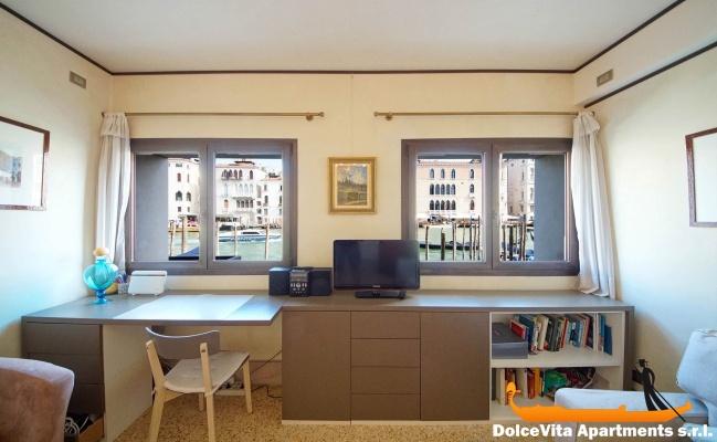 appartement venise avec terrasse sur le grand canal louer appartement. Black Bedroom Furniture Sets. Home Design Ideas