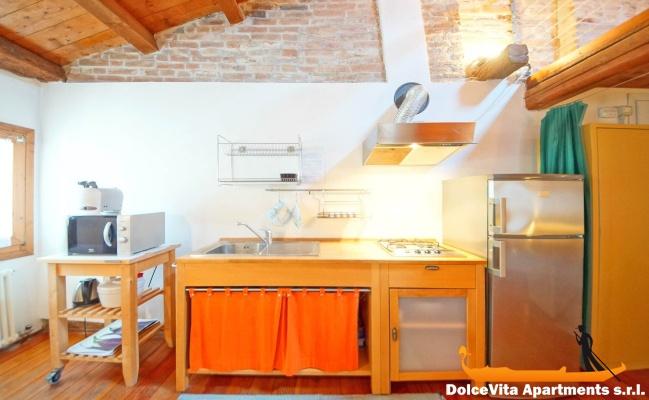 appartement venise vue sur le canal pour 4 louer appartement. Black Bedroom Furniture Sets. Home Design Ideas