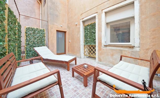 appartement venise avec 3 chambres et terrasse priv e louer appartement. Black Bedroom Furniture Sets. Home Design Ideas