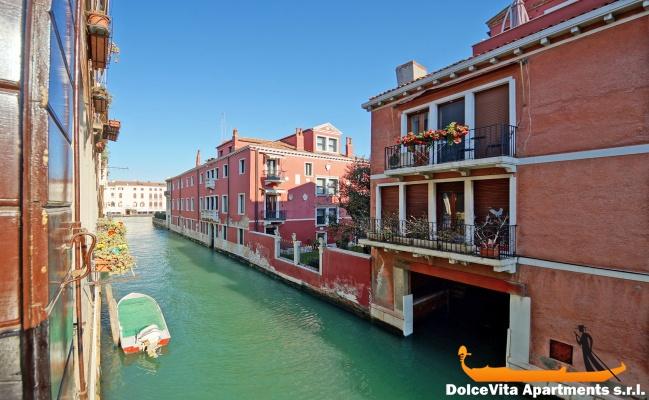 Appartement venise vue sur le canal avec terrasse for Appart hotel venise