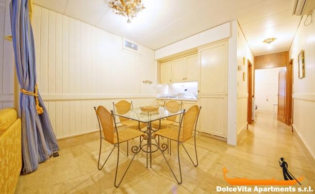 appartement venise pas cher castello pour 4 louer appartement. Black Bedroom Furniture Sets. Home Design Ideas